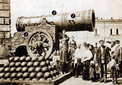 At the end of the 19th century, the Czar Cannon stood next to the old Kremlin barracks